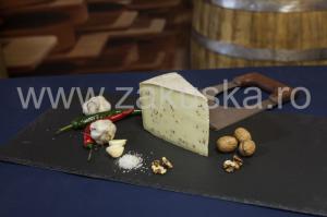 Brânză maturată cu condimente din Provence - Caritas Alba Iulia