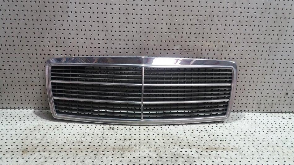 Grila Cromata Fata  Radiator  Capota Motor Mercedes CCLASS W202 1.8 Benzina 19932000 (1)