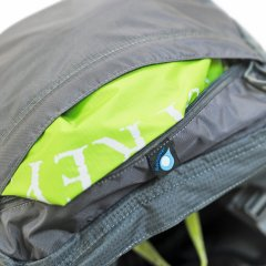 Osprey AtmosAGIntegrated  detachable raincover