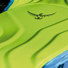 Osprey KAMBERCompression molded backpanel with snow shedding properties