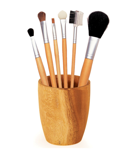 Set 6 pensule pentru machiaj intr-un pahar de lemn