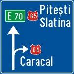 Presemnalizarea direcțiilor la o intersecție de drumuri