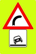 Panou curbă la dreapta + pericol de răsturnare
