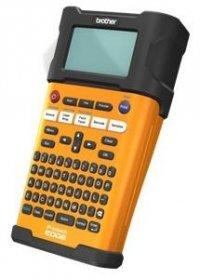 PTE300VP, handheld, 8 mărimi imprimare,15 tipuri de margini, Lăţimi ale benzilor de 3.5mm - 18mm, tastatură QWERTY,ecran LCD luminat cu 16 caractere x 2 linii, cutter manual, se livreaza cu 1 x TZE641, baterie, geanta, AC adaptor, snur de mina