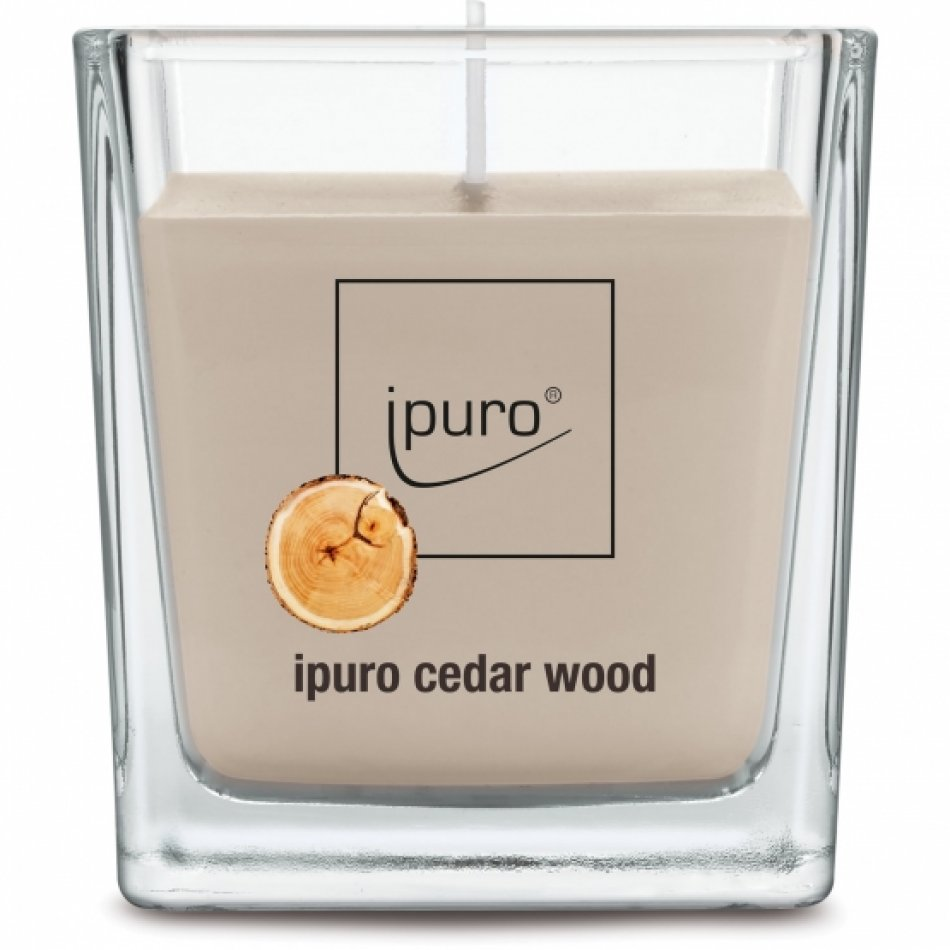 ipuro Essentials cedar wood lumanare 125g
