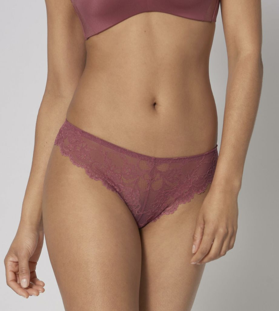 Triumph Tempting Lace Brazilian String 1975 1
