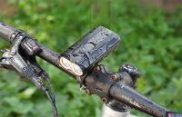Far bicicleta cu suport telefon Huerler® RL90, 2 x Cree XM-L T6 LED, 2000 lumeni, aluminiu, acumulator 4400mAh, doua tipuri de prindere pe ghidon, incarcare USB, rezistent la apa, 3 moduri de luminare, negru